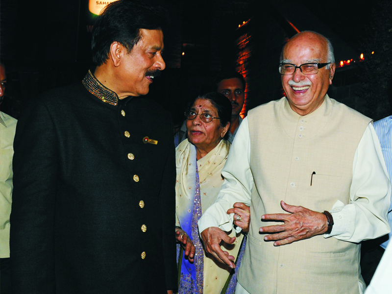 Subrata Roy With Advani